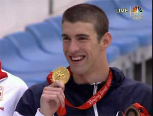 OLYMPICS-Phelps-with-gold.jpg