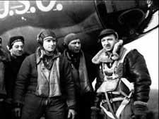 cronkite-with-a-bomber-crew.jpg