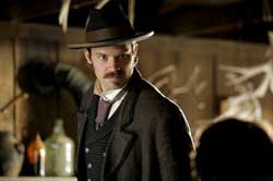 DEADWOOD-olyphant-bullock.jpg