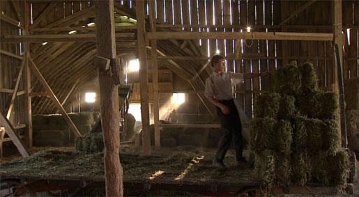 amish-barn-inside-12-F28-to.jpg