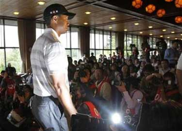 Tiger-Woods-Tokyo.jpg