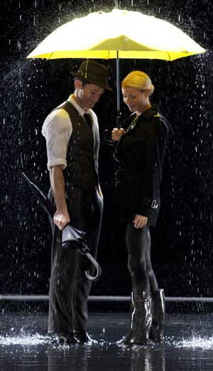 glee-paltrow-singin-in-the-rain.jpg